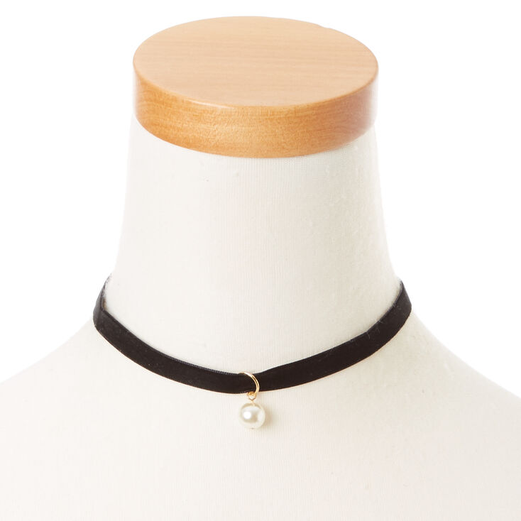 Velvety Choker Necklace with Pearl,