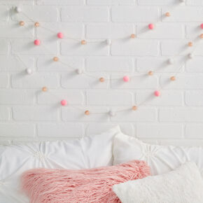 Pom Pom Garland Wall Décor,
